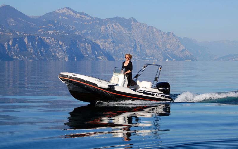 Locali per feste a milano barche a noleggio lago di garda for Noleggio di cabine per lago
